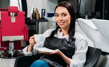 Coffee with your coiffure, madam? Why coffee machines for hairdressers make sense