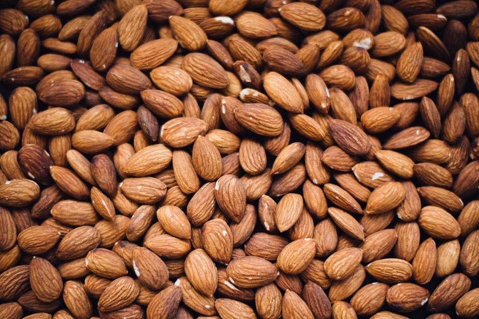 almond's used to make almond milk